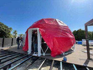 グランピングリゾート淡路テント設置の様子